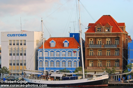 An old Dutch Beauty in Willemstad