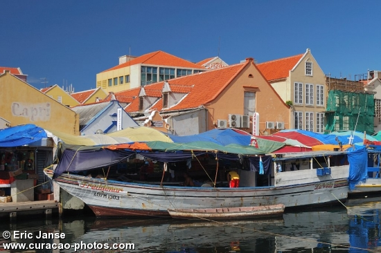 Floating market@ Sha Caprileskade Willemstad
