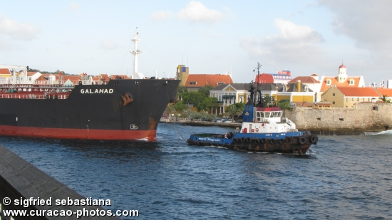 Vessel leaving Curacao